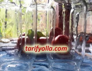 İçinde yağ beklemiş şişeleri temizlemek için ;